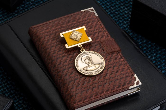 Медаль «За заслуги перед КАЛМГУ»
